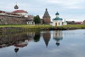 Western wall of Solovetsky monastery and chapels — Stock Photo