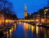 Večerní pohled na západní církev v amsterdamu — Stock fotografie