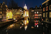 Evening view on the channels of Amsterdam and St. Nicolas Church — Stock Photo