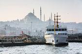 Pier Eminonu in Istanbul — Stock Photo