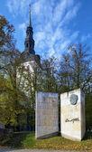 Monument to Estonian writer Eduard Vilde in Tallinn — Stock Photo