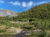Khibiny bergen met risjok rivier, rischorr massief en kuelpor — Stockfoto