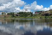 Cremlino di verkhoturye sulla riva del fiume tura, russia — Foto Stock