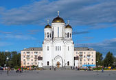 Preobrazhenskaya Square with church in Serov, Russia — Stockfoto
