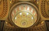 Malba kopule baziliky svatého štěpána v budapešti — Stock fotografie