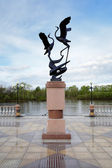 Sculpture of cranes on the Bira river embankment in Birobidzhan — Stock Photo