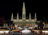Vienna City Hall with Christmas Market — Stock Photo