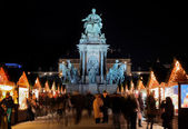 Statue of Empress Marie-Theresa and Christmas Market in Vienna — Stock Photo
