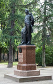 Monument to the Fabian Gottlieb von Bellingshausen in Kronstadt — Stock Photo