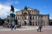 Dresda opera house e il monumento al re giovanni di sassonia, germania — Foto Stock
