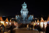 Statue of Empress Marie-Theresa and Christmas Market, Vienna — Stock Photo
