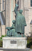 Monument to brothers Olaus and Laurentius Petri in Orebro — Stock Photo