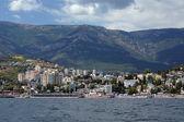 Zobacz na jałcie miasta od morza czarnego, krym, ukraina — Zdjęcie stockowe