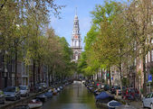 View on Zuiderkerk from Groenburgwal canal in Amsterdam — Stock Photo