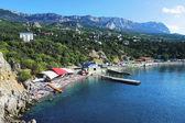 Plaża w miejscowości simeiz i góry AJ petri, Krym — Zdjęcie stockowe
