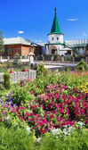 Flowers and tower at Holy Trinity monastery in Tyumen — Photo