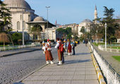 Vendors of sherbet in the traditional costumes in Istanbul — Stock fotografie