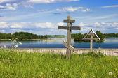 Cimitero con le croci in legno a kizhi — Foto Stock