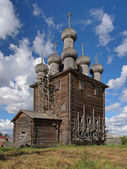 Iglesia de la intercesión en la aldea rikasovo, rusia — Foto de Stock