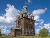Chiesa dell'intercessione nel villaggio di rikasovo, russia — Foto Stock