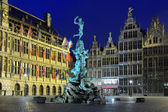 City Hall, Brabo fountain and Houses of Guilds in Antwerp — Stock Photo