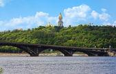 View of the Kiev-Pechersk Lavra and metro bridge in Kiev — Stock Photo