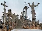 Colina das cruzes perto de siauliai, Lituânia — Fotografia Stock