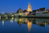Cathedral and Stone Bridge in Regensburg at evening, Germany — Stock Photo