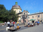 Book flea market near the monument of Ivan Fyodorov in Lviv, Ukraine — ストック写真