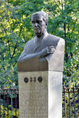 Monument of physicist Pyotr Kapitsa in Kronstadt — Stock Photo