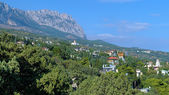 View on Ai-Petri Mount and Simeiz settlement in Crimea — Stock Photo
