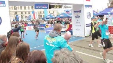 People running at half Marathon event — Vidéo