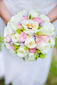 Engagement rings on wedding bouquet — Stock Photo