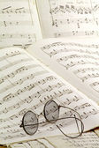 Old glasses on music sheet — Stock Photo