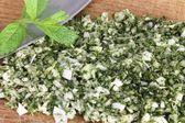 Mezzaluna et fines herbes hachées — Photo