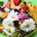 boeket van kleurrijke bloemen — Stockfoto #22038481