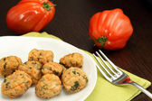 Chicken meatballs with beefsteak tomatoes — Zdjęcie stockowe