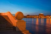 Smolny embankment. The walk down to the Neva. St. Petersburg. — Stock Photo