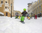 Skier on a city street — Stock Photo