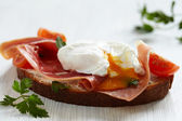 Sandwich with poached egg — Stock Photo