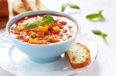 Minestrone-Suppe mit Brot — Stockfoto
