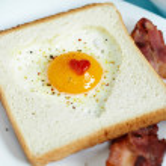 Heart shaped fried egg — Stock Photo