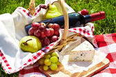 Romantic picnic basket — Foto de Stock