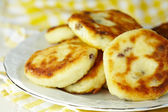 Cottage cheese pancakes with raisin — Stock Photo