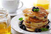Stack of pancakes with fresh blueberry — Stock Photo