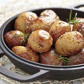 печеный картофель с розмарином — Стоковое фото