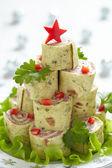 Oprollen tortilla, ham en kaas voor kerstmis — Stockfoto