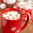 Red mugs with hot chocolate and marshmallows — Stockfoto