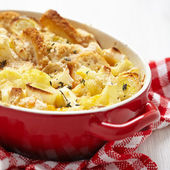 Casserole with cauliflower, leek, bread and cheese — Stock Photo