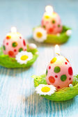 Easter decoration with flowers, candles and eggs — Foto Stock